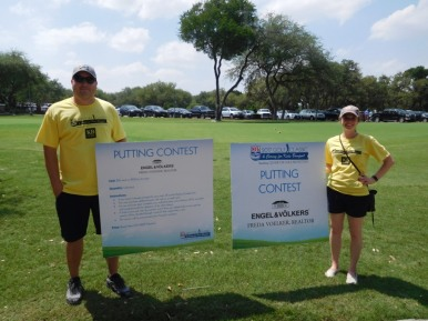 Robby Moore and Whitney Tabash volunteering at the Putting Contest